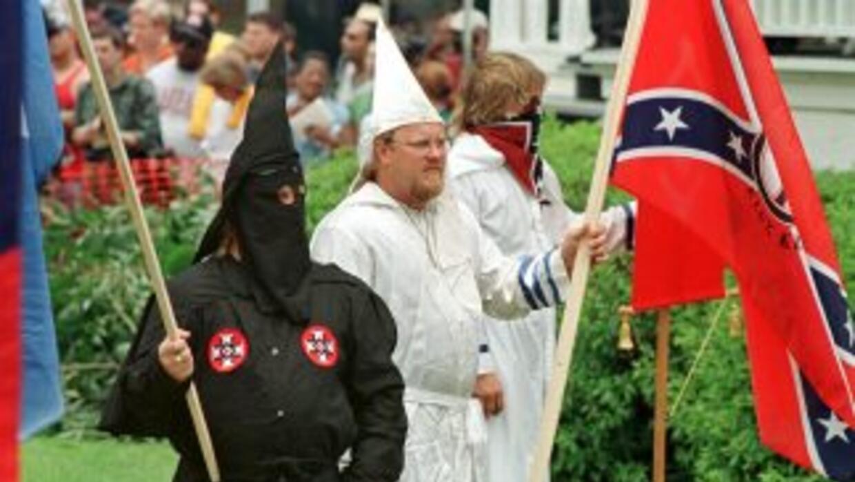 """El Ku Klux Klan ha solicitado """"adoptar"""" una milla (1,6 kilómetros) de la..."""