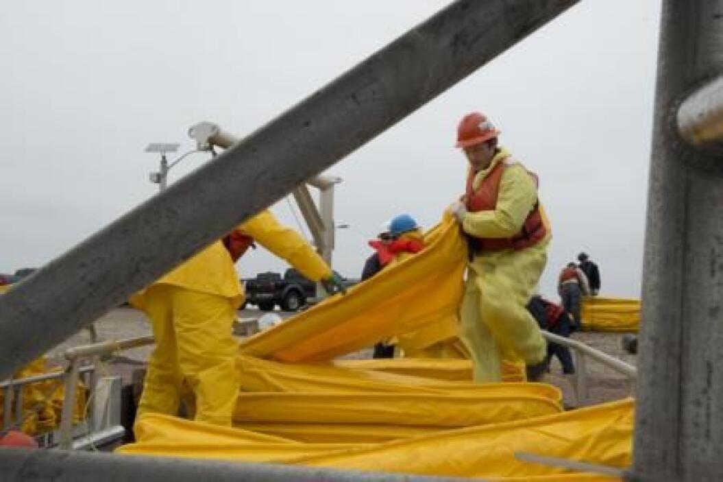 Nuevas fotos de la Guardia Costera de Estados Unidos muestra el impacto...