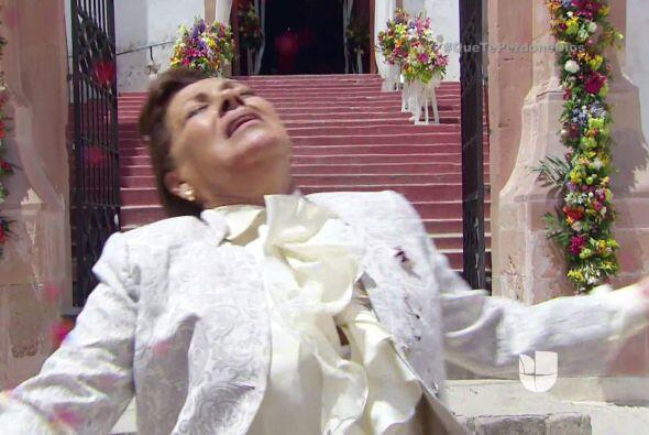 Doña Vicenta recibe el disparo letal que era para Diego.