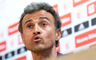 """Luis Enrique, a pura ironía, amagó con volver: """"Me aparezco y a alguno l..."""