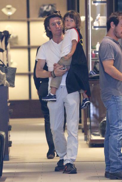 El empresario español estaba con su pequeño en el centro comercial más c...