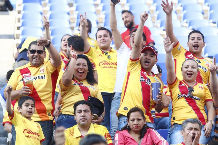 Morelia derrotó a Puebla con gol de último minuto Afición Morelia.jpg