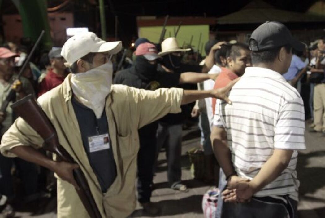 El Movimiento Civil de Autodefensa de la Unión de Pueblos y Organizacion...