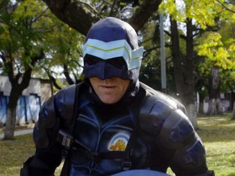 Un nuevo 'superhéroe' resguarda las calles de un barrio al sur de...