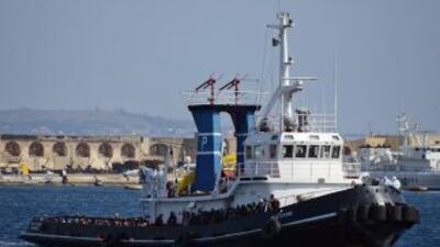 El objetivo es hundir los barcos de los traficantes antes de que partan.