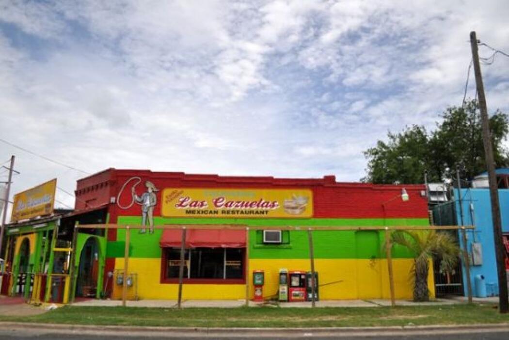 Las Cazuelas, uno de los varios restaurantes mexicanos que uno puede enc...