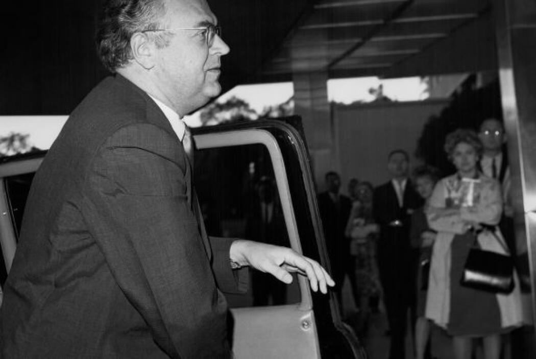 El embajador soviético en EEUU, Anatoli Dobrynin llega al Departamento d...