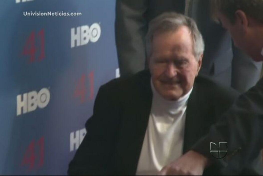 El ex presidente estadounidense George H.W. Bush, de 88 años, permanecer...