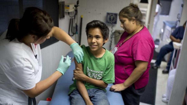 Los niños en edad escolar tendrán que ser vacunados de manera obligatoria.
