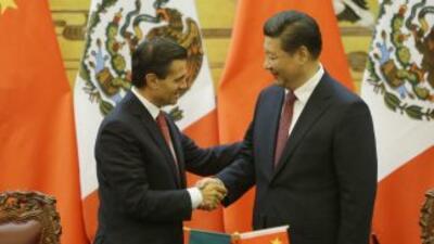 El presidente mexicano Enrique Peña Nieto, acompañado de su homólogo chi...