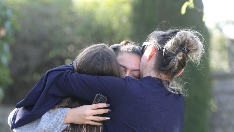 El sospechoso, un estudiante de 17 años, iba armado con un rifle, una pi...
