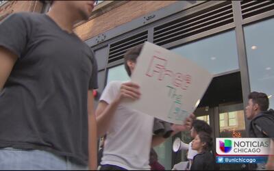 Estudiantes y maestros exigen más fondos para las escuelas públicas de C...