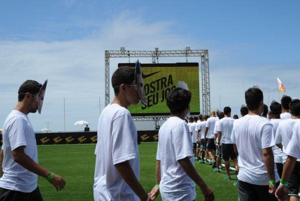 """El ejército de """"Neymares"""" estaba compuesto por jóvenes que participaban..."""