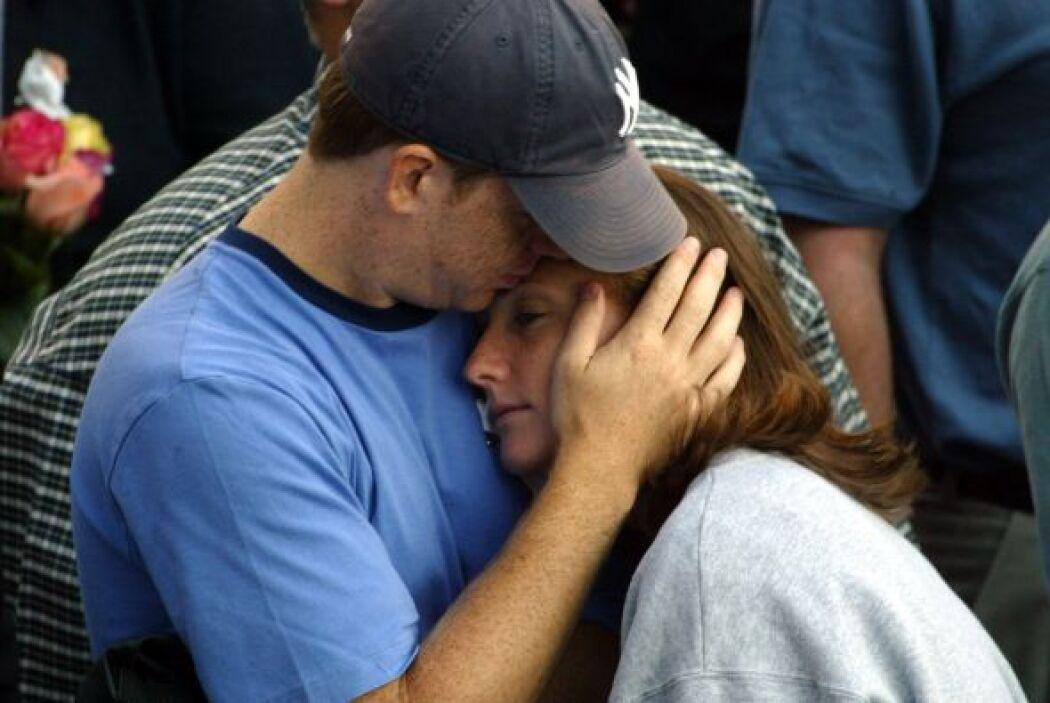 12. Segundo Aniversario del los Ataques  Con lágrimas y momentos de sile...