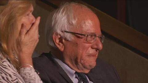 El momento conmovedor del día, Bernie Sanders recibe la nominación de su...