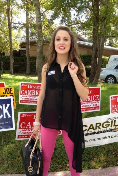 Ligia Uriarte, finalista de Nuestra Belleza Latina 2012, votó en Houston.