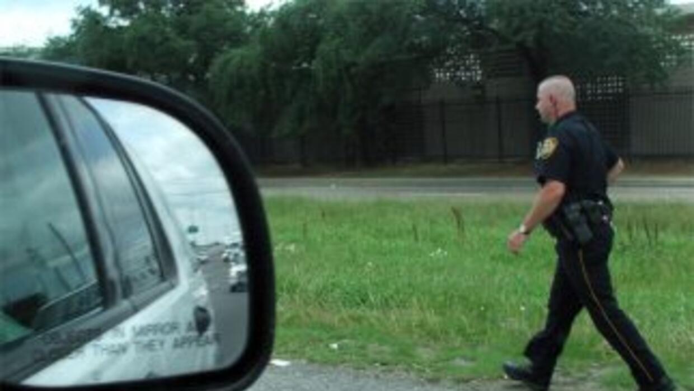La policía informó que el conductor de la camioneta nunca vió a la niña...