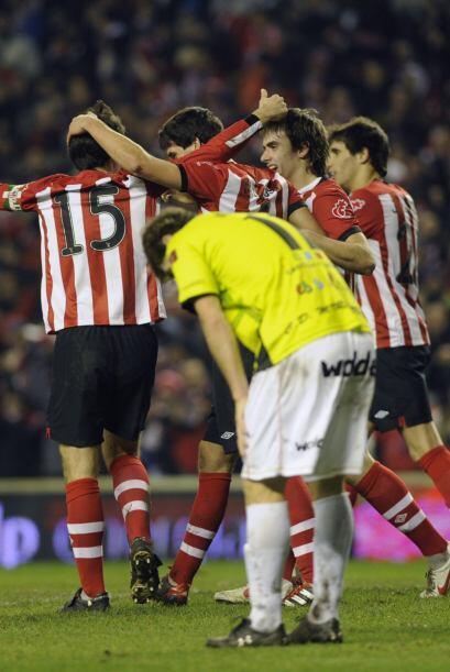 Pero a los minutos 71 y 75 apareció Fernando Llorente con su olfato gole...