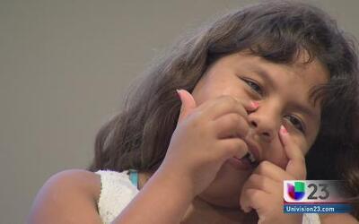 Dos hermanitas estrenan nueva sonrisa tras operación