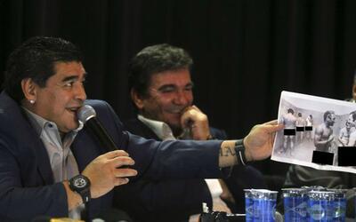 Entre sonrisas, Maradona tomó la foto de Pelé con Beckenba...
