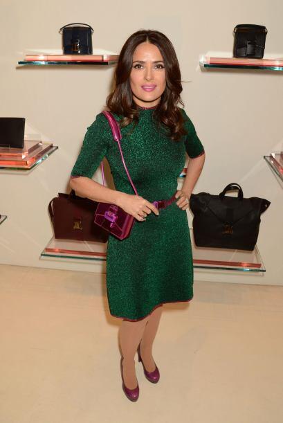 Salma Hayek esta semana dejó los colores clásicos y opt&oa...