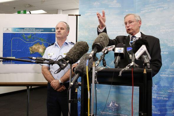 John Young, autoridad de seguridad marítima de Australia y John McGarry,...