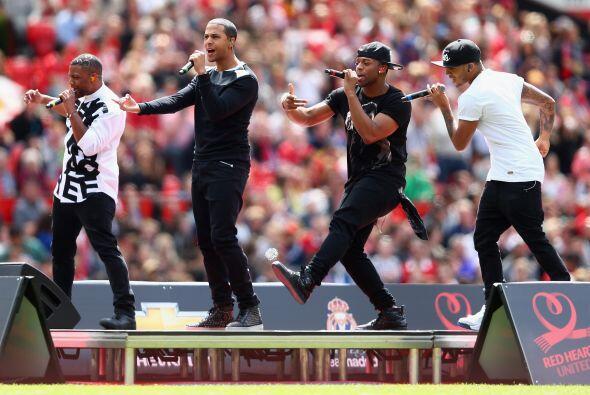 Hubo algunos espectáculos musicales antes del partido.