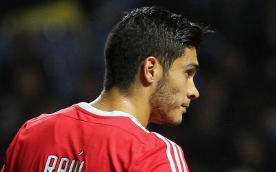 Jiménez salvó empate a Benfica con doblete