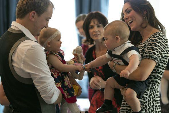 La familia real llegó a la casa de gobierno de Wellington y convivió con...