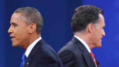 Una vez finalizado el tercder y último debate, el presidente Barack Obam...