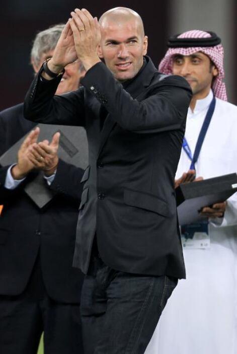 Zinedine Zidane festejó con los organizadores la designación de Qatar pa...
