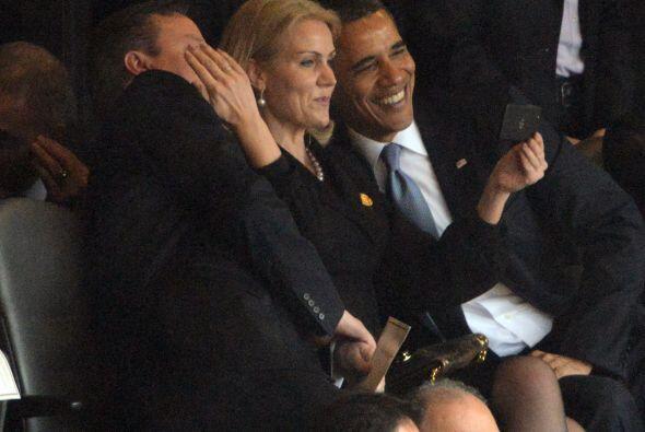 Una serie de fotografías del presidente de EEUU y la primera ministra de...