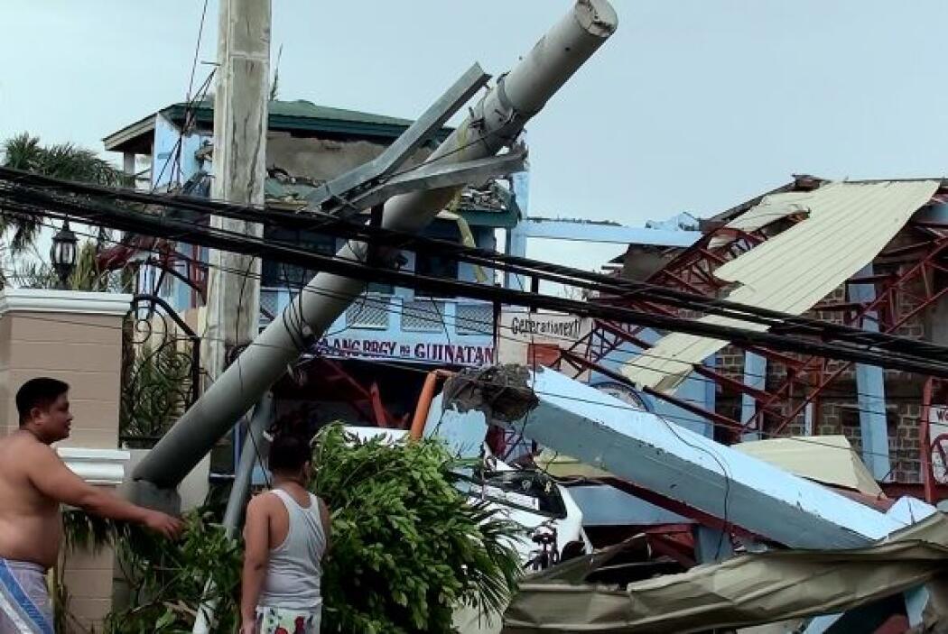 En total más de 10 mil habitantes del norte de esta isla fueron evacuado...