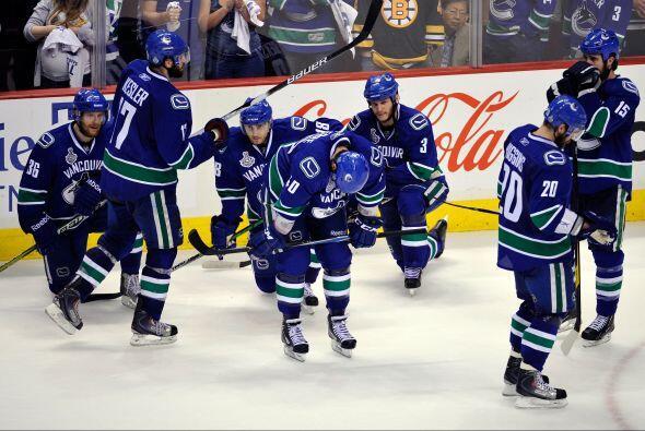Los Canucks perdieron el séptimo partido ante los Bruins de Bosto...