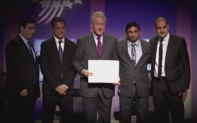 Bill Clinton defiende su fundación de Donald Trump