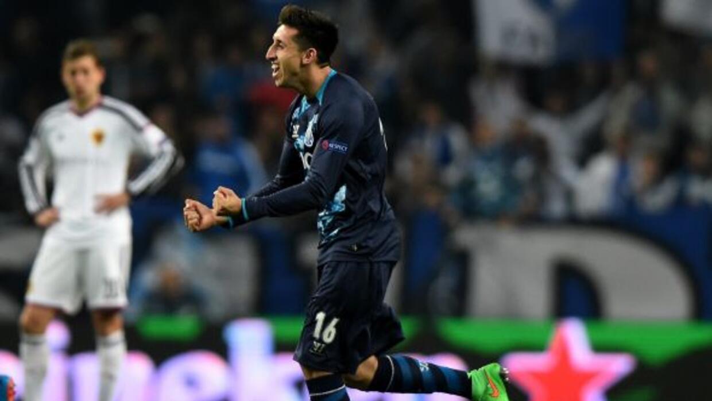Herrera corre a festejar luego de marcar un golazo ante el Basilea.