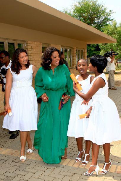 Oprah Winfrey inauguró Oprah Winfrey Leadership Academy for Girls...