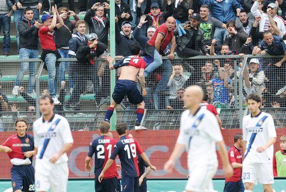 Davide Astori puso el 1 a 0 a favor del Cagliari.
