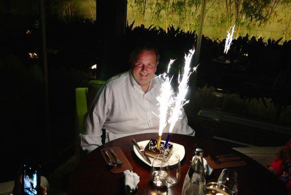 Con un bello pastel, Raúl se despidió de la India.