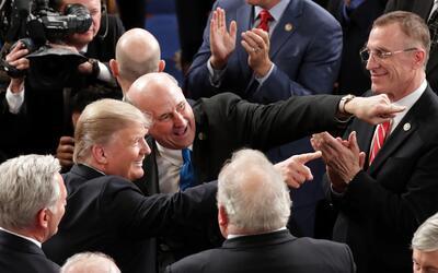 Donald Trump entra al Congreso.