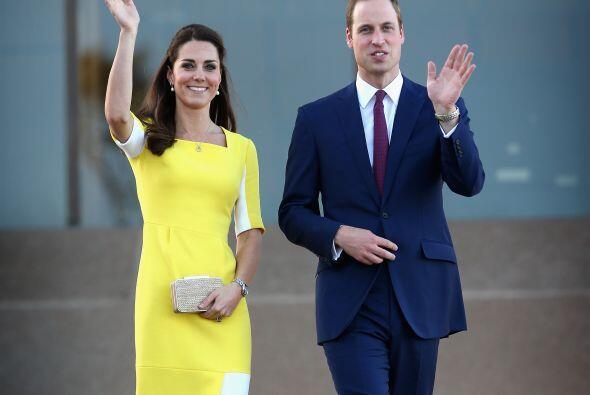 El príncipe William también lució muy elegante. Más videos de Chismes aquí.