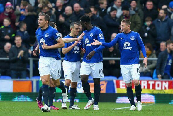 En el otro partido dominical el Everton goleó al Newcastle United por 3-0.