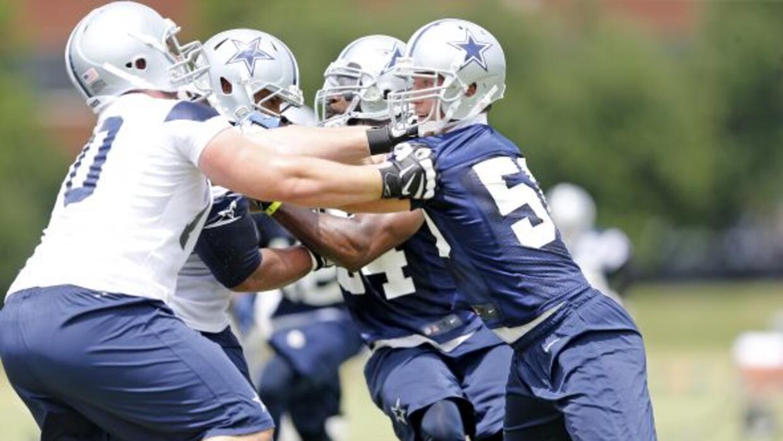 El apoyador en el primer día de prácticas de temporada baja de Cowboys (...