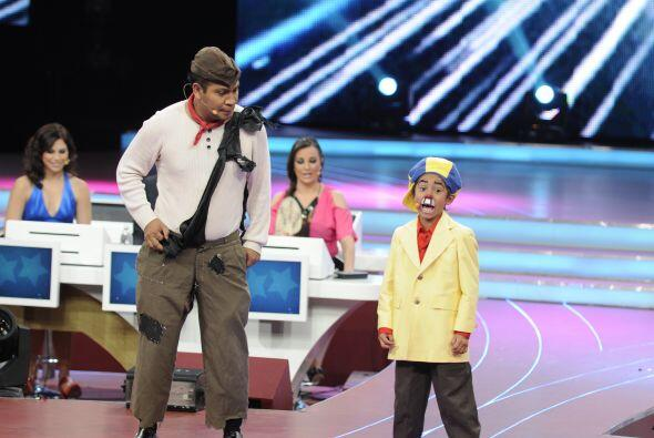 Continuando con la comedia, Celedonio y Resortitos llegaron al escenario...