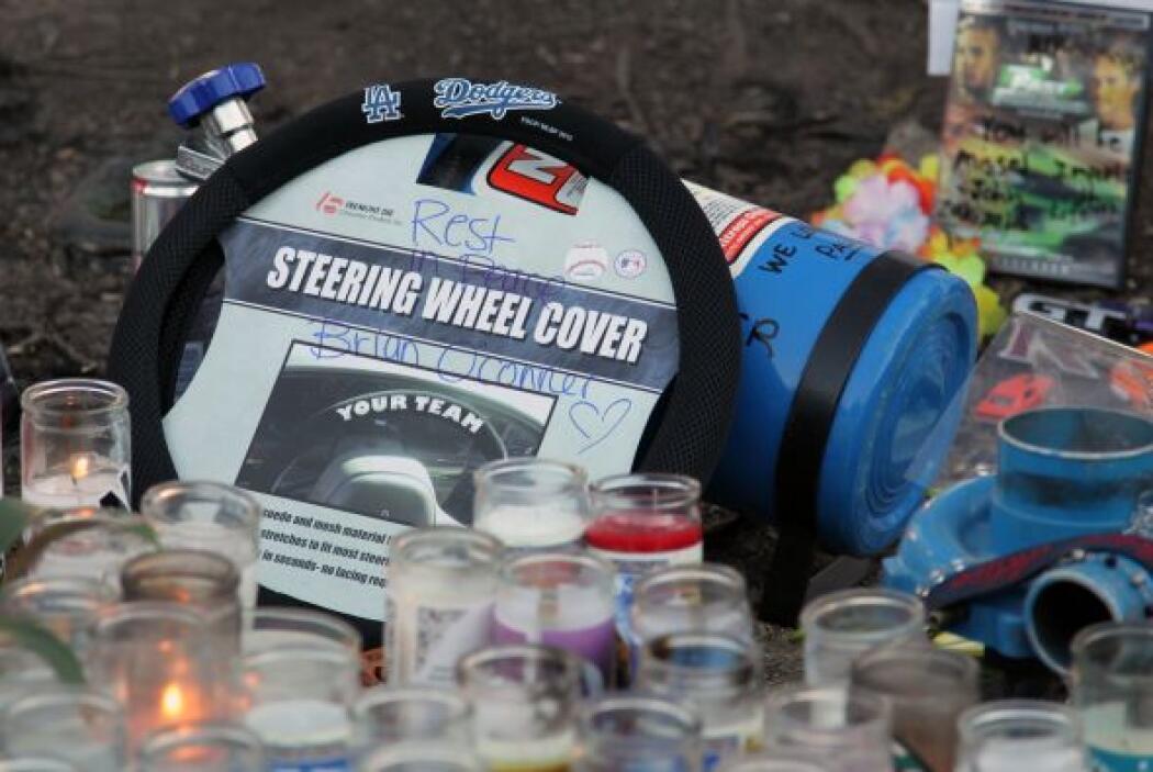 """Una cubierta de volante con el mensaje """"Descansa en paz, Brian O'Conner""""..."""