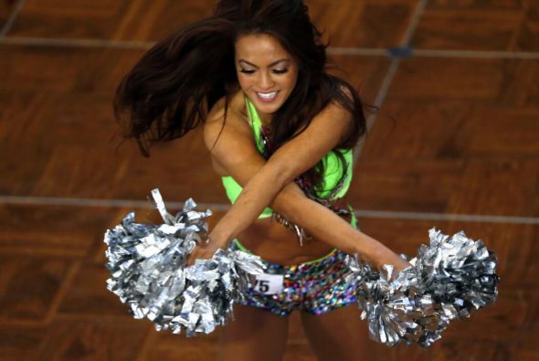 Bellas y sexys chicas asistieron al casting para ser una cheerleader de...