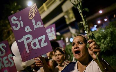 Manifestante por el sí a la paz en Colombia, el 12 de octubre de...