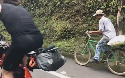Para este hombre 100 kilómetros en bicicleta son solo un paseo