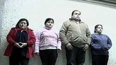Autoridades hallaron a dos niños desnudos y amarrados dentro de una cist...