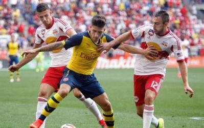 Héctor Bellerin jugando con el Arsenal ante New York Red Bulls